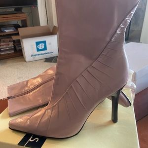 BNWT GENUINE LEATHER NINE WEST BOOTIES